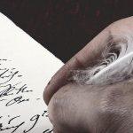 unifrei - Hand mit Schreibfeder - Gender-Diskurs